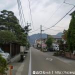 近鉄の当麻寺駅の南側の當麻寺に向かう車道