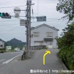 船路バス停の横の坂道に入る