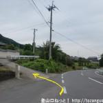 船路バス停から高天彦神社に行く途中の住宅街から県道30号線への坂道に入るところ