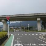 JR北宇智駅北側のT字路を左折したあと直進し、国道24号線を横切るところ