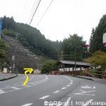多武峯バス停上にある交差点を右に入る