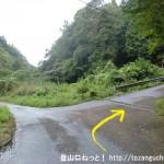 国見山の登山口となる長谷地区の日吉神社に向かう林道の入口