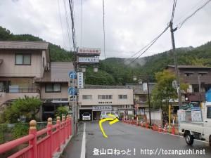 近鉄の長谷寺駅から長谷寺に向かう途中の橋を渡る
