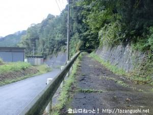 口倉神社に向かう林道の入口