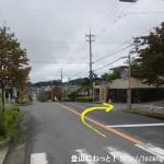 天満台東二丁目バス停から西に進み、最初の辻を右折