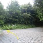 天満台東二丁目バス停から十八神社に行く途中の住宅街の辻を右折して坂道に入った先の坂道の上の分岐