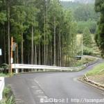 曽爾村の鎧岳登山口前の車道