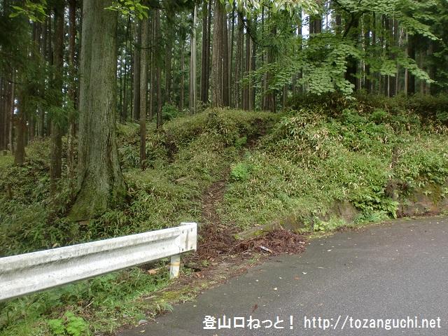 県道784号線沿いの目無し地蔵そばにあるにある済浄坊渓谷の入口