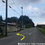 沢城址に行く途中のT字路を左折
