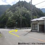 下多古バス停前のT字路から下多古林道に入る