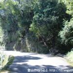 玉置山登山口前の車道