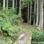折立の玉置山登山口前にある小さな橋