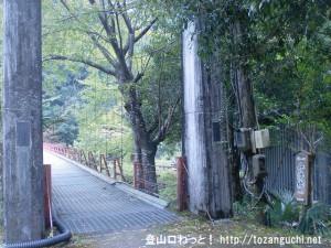 十津川村の三浦口にある船渡橋の渡り口