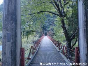 三浦峠(熊野古道・小辺路)の登り口となる三浦口の船渡橋(十津川村)