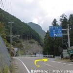 大塔温泉夢の湯バス停の南側から県道734号線の方に右折する