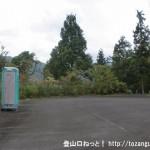 ふるさとの森公園の駐車場に設置してある簡易トイレ