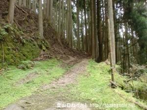 唐笠山の阪本地区の登山道入口