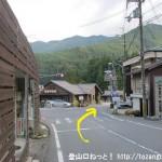 天川川合バス停下の交差点を右折