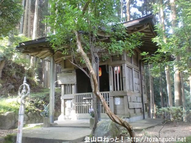 地蔵峠の地蔵堂(百貝岳登山口)