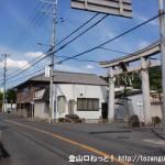 近鉄の堅下駅東側にある大県の交差点の北側にある鐸比古鐸比売神社の鳥居