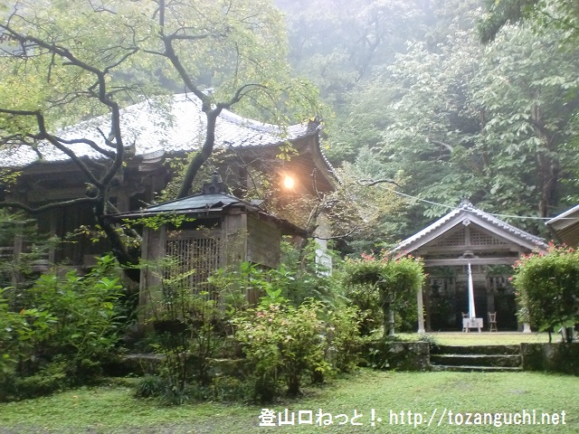 額井岳の登山口 戒長寺と山部赤人の墓にアクセスする方法