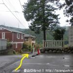 あきる野市の阿伎留神社の石碑前
