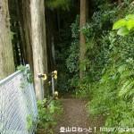あきる野市の阿伎留神社南側の登山道のような小路