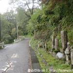 あきる野市の広徳寺への車道の入口にあるお地蔵さん