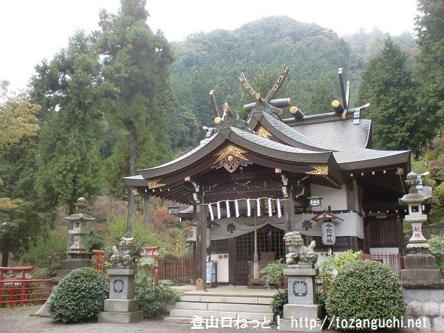 今熊山の登山口となる今熊神社本殿