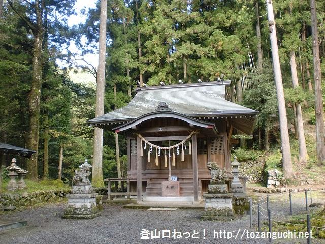 高岩山の登山口 養澤神社にバスでアクセスする方法