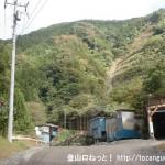 大岳鍾乳洞方面に向かう林道の採石場付近