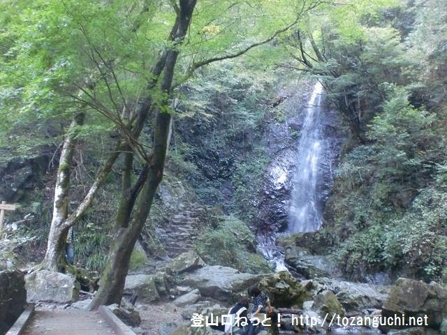 浅間嶺(歴史のみち)の登山口 払沢の滝にアクセスする方法