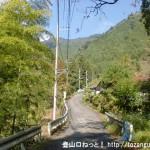 千足バス停から天狗の滝に向かう林道