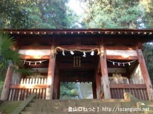 与瀬神社の山門(仁王門)