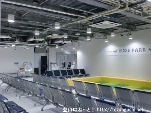 成田空港第2ターミナルの北ウェイティングエリアのキッズパーク