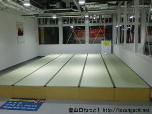 成田空港第2ターミナルの北ウェイティングエリアの畳席