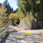 槇寄山・(笹尾根の西原峠)の登山口に行く途中のT字路