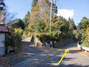 倉戸口バス停から温泉神社に行く途中の分岐
