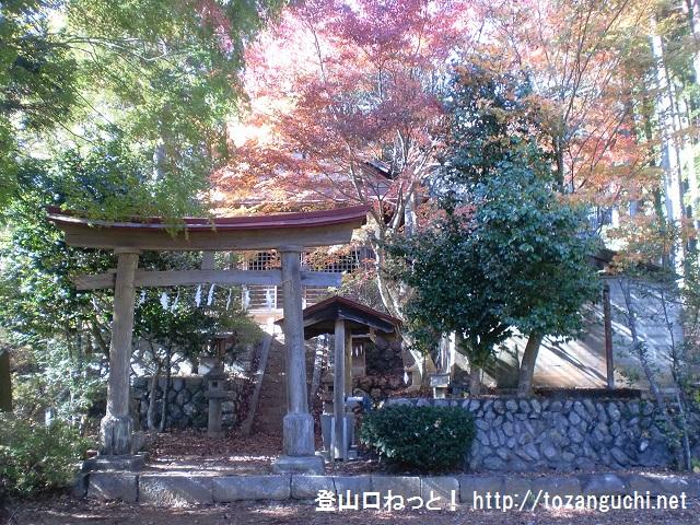 倉戸山の登山口 鶴の湯温泉源泉碑と温泉神社にアクセスする方法