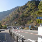 奥多摩湖バス停(西東京バス)