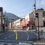 日原街道入口の交差点を直進