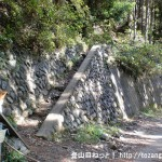 林道不老線にある六ツ石山登山口から見る登山道