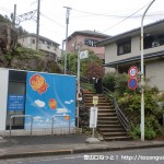 JR御嶽駅前のJAのATM横の階段