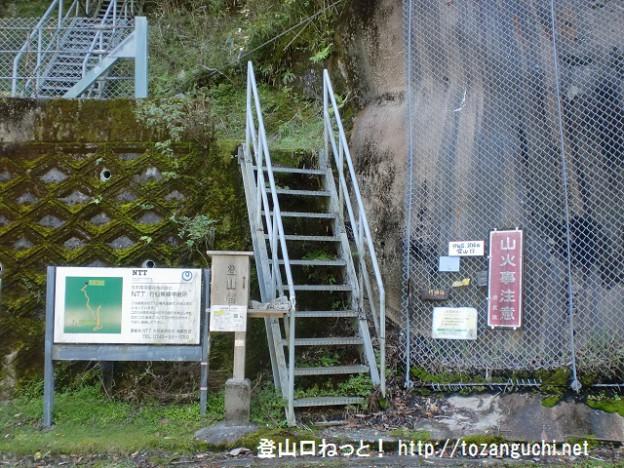 国道425号線の白谷トンネル東側にある笠捨山・行仙岳登山口