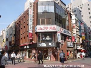石井スポーツ新宿西口店正面入口