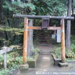 日の出山の登山口となる琴平神社の参道入口にある一の鳥居