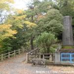 永山総合グラウンドにある忠魂碑横の遊歩道の入口
