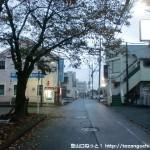 秋川駅南口前の車道