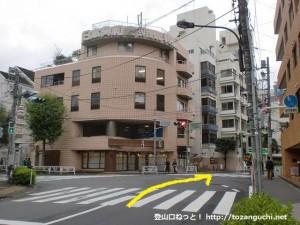 東京体育館前の交差点