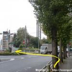 第一京浜国道の横断歩道を渡る